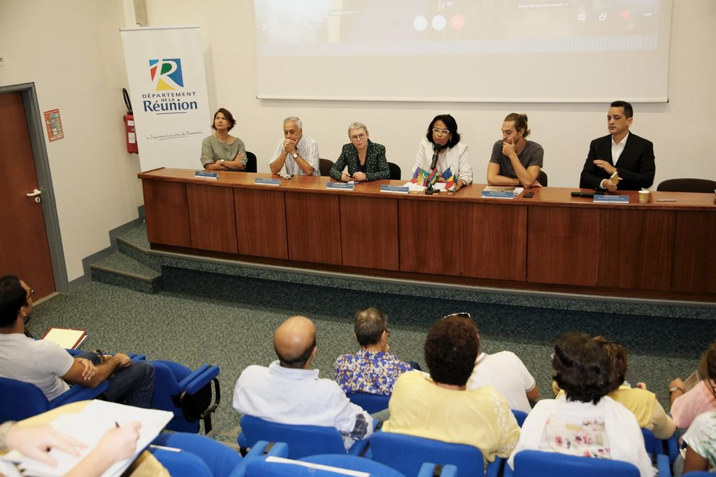 Présentation, lors d'une conférence de presse aux Archives Départementales, de l'exposition virtuelle