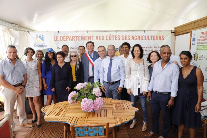 les élus de la Commission Permanente ont visité le stand du conseil Départemental
