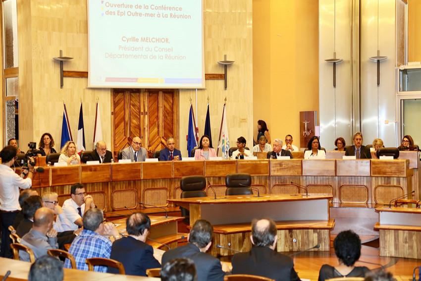 L'hémicycle du Département avec l'ensemble des participants de la conférence