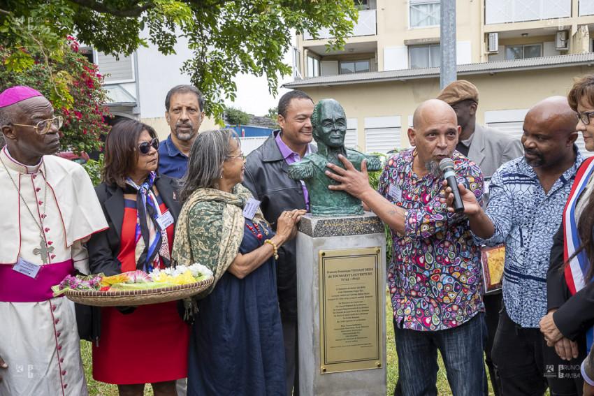 L'artiste Nelson Boyer a sculpté le buste de Toussaint Louverture