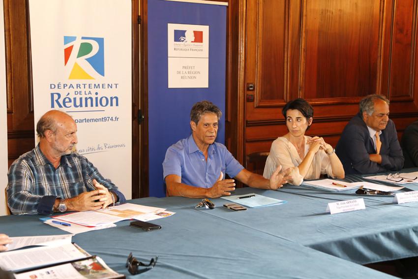 Le représentant de la Région, Le représentant du Conseil Départemental, La sous-préfete en charge de mission cohésion sociale et jeunesse et le recteur de la Région académique
